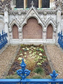 Primroses adorn the grave of Benjamin Disraeli