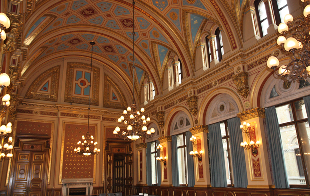 High ceiling, laced with golden paint and magnificent decorations. A very symmetrical room