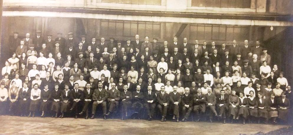 Photography of HMSO staff at the Government Forms Dept staff at Salford c1916-18 (reference STAT 20/290)