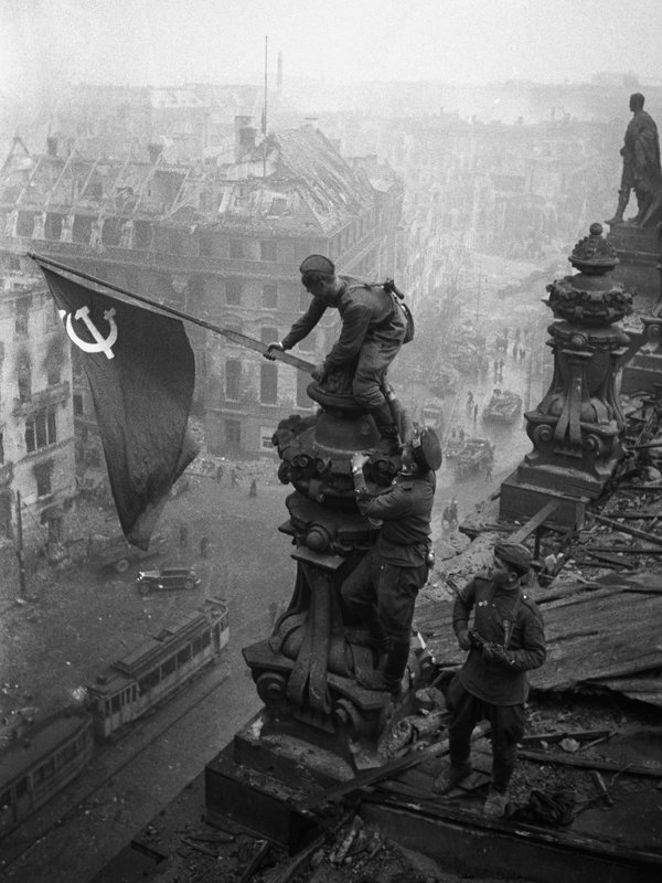 Soviet Flag being raised over the Reichstag - this shot, similar to that taken by Khaldei, was captured by Grebnev. Credit: Topfoto