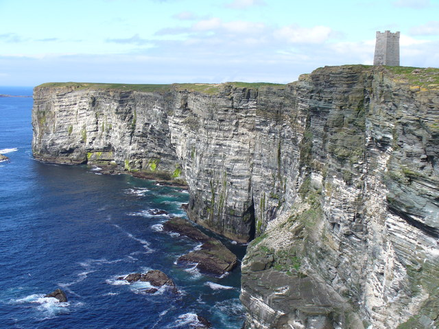Memorial, a stone tower on top of the cliff to the ocean