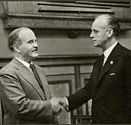 Motolov and Ribbentrop shaking hands