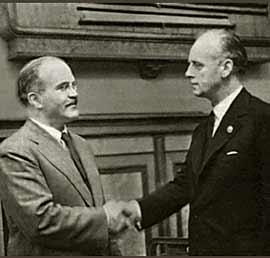 Motolov and Ribbentrop shaking hands