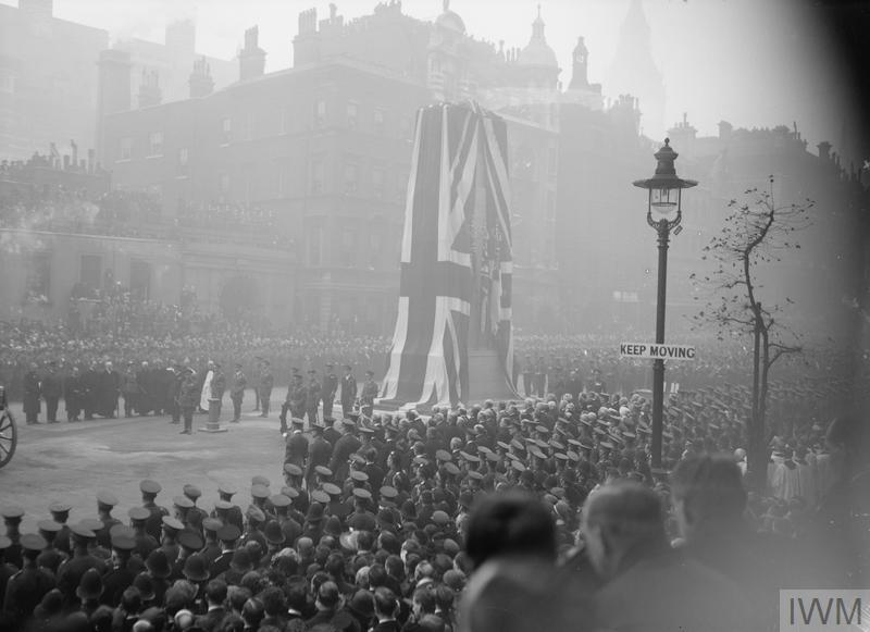 A black and white picture of the crowds surrounding cenotaph