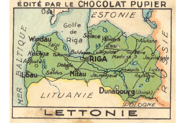 the 1919 version of Latvia. Boarders say: Edite par le Chocolat Pupier (at the bottom says) Lettonie. The map highlights the boarders of Latvia in green and points out the countries famous places, including (from West to East): Libau, Windau, Mitau, Riga, Dunabourg.