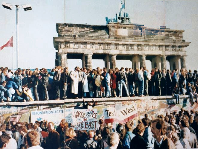 East and west Germans stood on the Brandenburg Gate